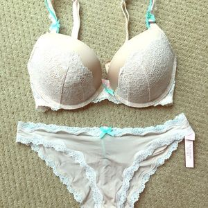Victoria's Secret Dream Angels Push Up Set 32DD/M